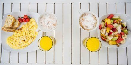 Frukost i härliga omgivningar på hotell Mantalena, Antiparos, Grekland.