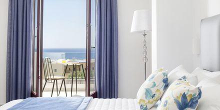 Superiorrum på hotell Mar & Mar Crown Suites på Santorini, Grekland.