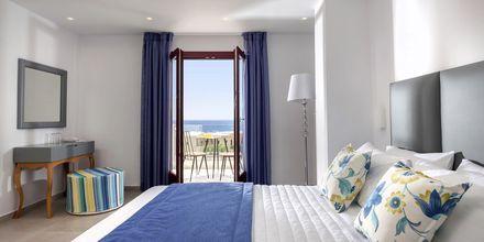 Juniorsvit på hotell Mar & Mar Crown Suites på Santorini, Grekland.