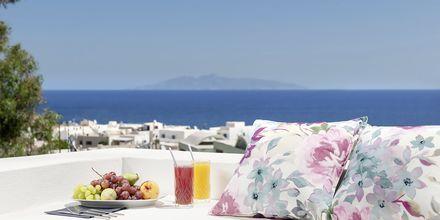 Utsikt från hotell Mar & Mar Crown Suites på Santorini, Grekland.
