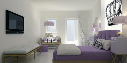 Superiorsvit på hotell Mar & Mar Crown Suites på Santorini, Grekland.