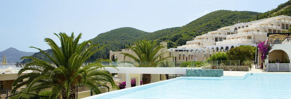 Poolområdet på hotell MarBella Corfu på Korfu, Grekland.