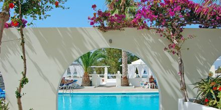 Pool på hotell Marcos Beach på Ios i Grekland.