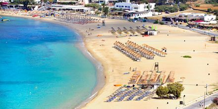 Stranden Mylopotas Beach vid hotell Marcos Beach på Ios i Grekland.