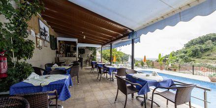 Pool-/snackbaren på hotell Margarita i Parga, Grekland.