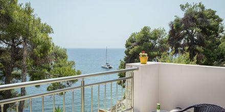 Utsikt från balkong på hotell Marilena på Alonissos, Grekland.