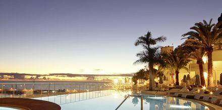 Poolområdet på hotell Marina Bayview i Puerto Rico på Gran Canaria.