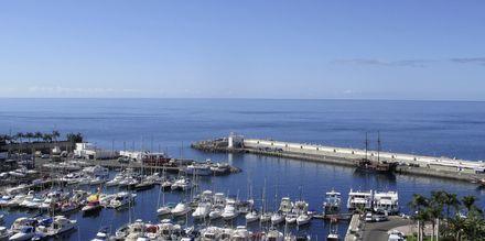 Utsikt mot hamnen från hotell Marina Bayview i Puerto Rico på Gran Canaria.