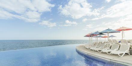 Infinitypoolen på Marina Suites i Puerto Rico på Gran Canaria.