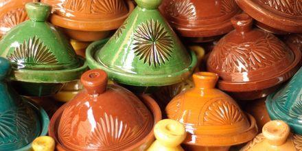 Tajines de speciella kokkärl som används i marockansk matlagning.