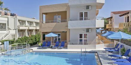 Poolområdet på hotell Mary i Platanias på Kreta, Grekland.