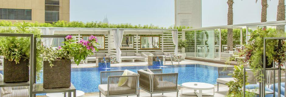 Poolen på åttonde våningen på hotell Media One, Jumeirah Beach, Dubai.