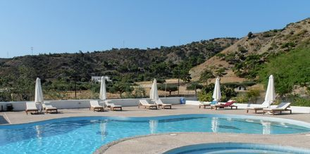 Pool på hotell Mediterranean Beach på Karpathos.
