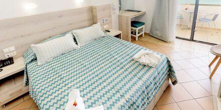 Enrumslägenhet superior på hotell Medusa i Rethymnon stad på Kreta, Grekland.