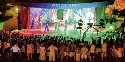 Kvällsunderhållning på hotell Melas Holiday Village i Side, Turkiet.