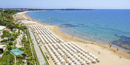 Stranden vid hotell Melas Holiday Village i Side, Turkiet.
