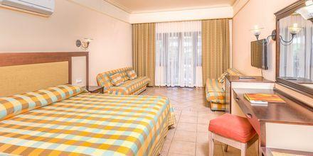 Större dubbelrum på hotell Melas Holiday Village i Side, Turkiet.