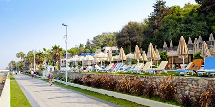 Strandpromenaden på hotell Melas Resort i Side, Turkiet.
