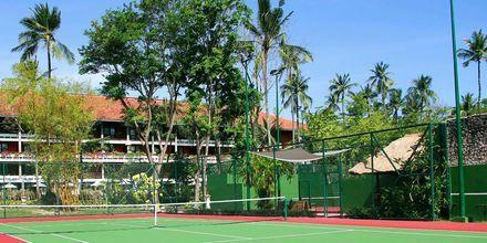 Tennisbana på hotell Melia Bali Villas & Spa i Nusa Dua, Bali.