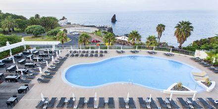 Poolområdet på hotell Melia Madeira Mare på Madeira, Portugal.