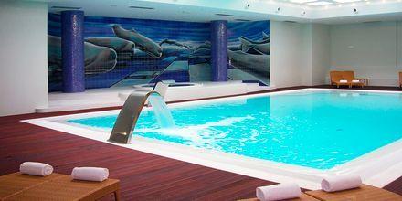 Inomhuspoolen på hotell Melia Madeira Mare på Madeira, Portugal.
