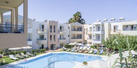 Poolområdet på hotell Melina Beach i Platanias på Kreta, Grekland.