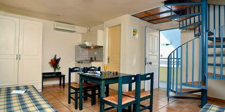 Trerumslägenhet i etage på hotell Melina Beach i Platanias på Kreta, Grekland.