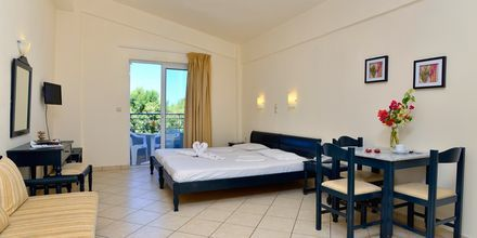 Enrumslägenhet på hotell Melina Beach i Platanias på Kreta, Grekland.