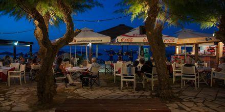 Kretensisk afton på hotell Melina Beach i Platanias på Kreta, Grekland.