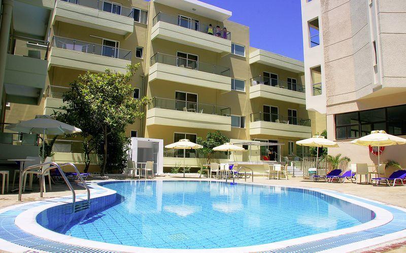 Poolområdet på hotell Michel på Kos, Grekland.