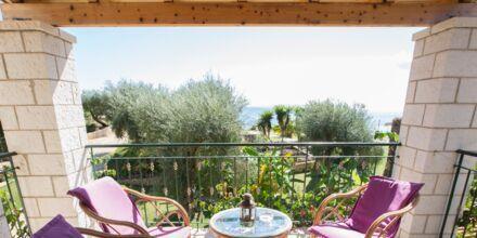 Terrass på hotell Mikros Paradisos i Sivota.