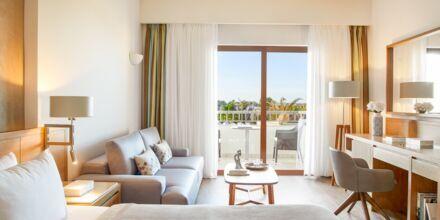 Dubbelrum i bungalow på hotell Minoa Palace resort & Spa i Platanias på Kreta, Grekland.