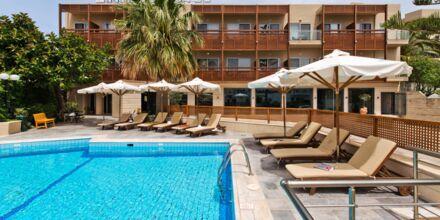 Pool på hotell Minos i Rethymnon, Kreta.