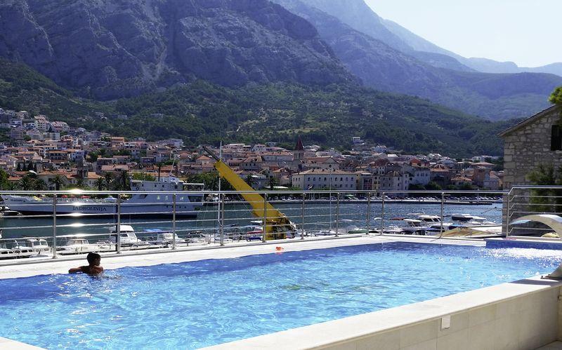 Poolen på hotell Miramare i Makarska, Kroatien.