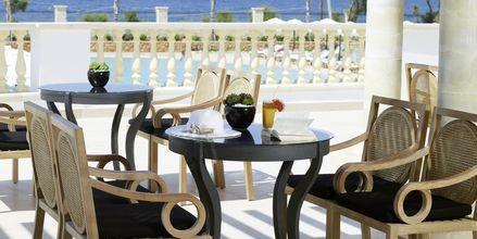 Poolbaren på Laguna Resort & Spa i Anissaras, Kreta.