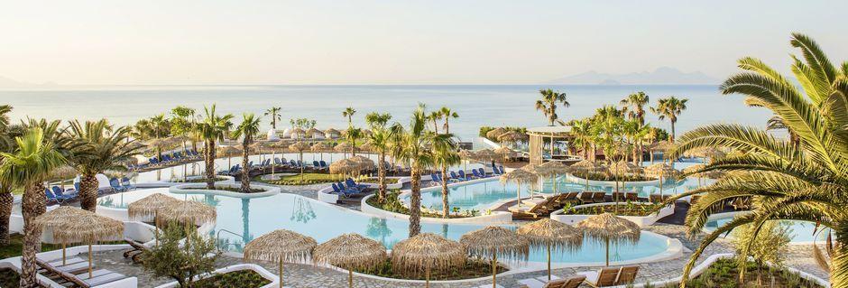 Poolområdet på hotell Mitsis Norida Beach Hotel på Kos, Grekland.