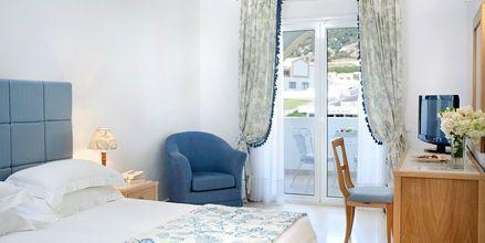 Dubbelrum i bungalow på hotell Mitsis Norida Beach Hotel på Kos, Grekland.