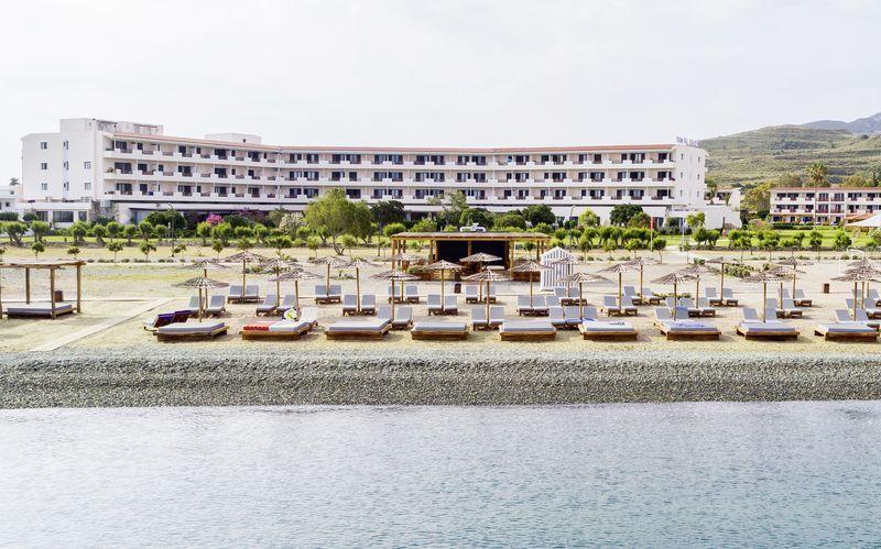 Stranden vid hotell Mitsis Ramira Beach Hotel i Psalidi, Kos.