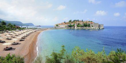 Stranden vid Sveti Stefan i Montenegro.