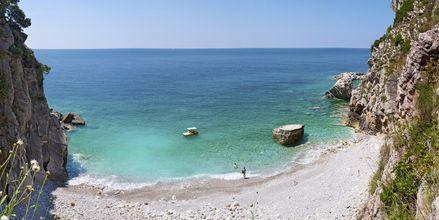 Strand mellan Petrovac och Rezevici, Montenegro