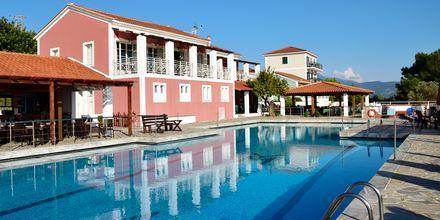 Poolområdet på hotell Mykali i Pythagorion, Samos.