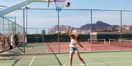 Basket och tennisplaner på hotell Mythos Beach Resort i Afandou, Rhodos.