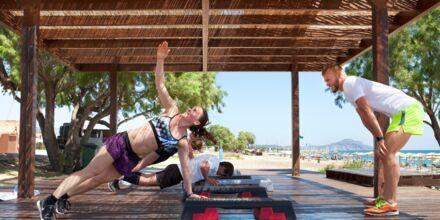 Träning på plattformen med Apollos egna instruktörer  på hotell Mythos Beach Resort i Afandou, Rhodos.