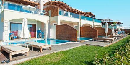 Juniorsvit med privat pool på hotell Mythos Beach Resort i Afandou, Rhodos.
