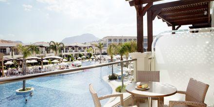 Utsikt från en tvårumslägenhet på hotell Mythos Beach Resort i Afandou, Rhodos.