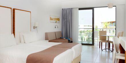 Enrumslägenhet på hotell Mythos Beach Resort i Afandou, Rhodos.