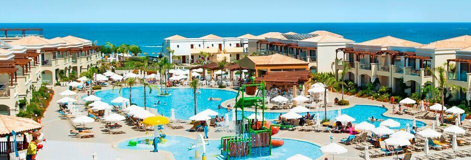Poolområdet på hotell Mythos Beach Resort i Afandou, Rhodos.