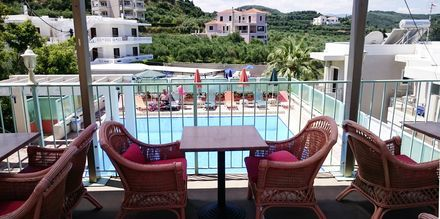 Poolen på hotell Mythos Platanias på Kreta.