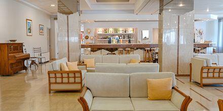 Bar på hotell Livadi Nafsika i Dassia på Korfu, Grekland.