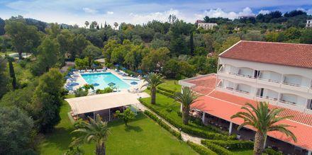 Pool på hotell Livadi Nafsika i Dassia på Korfu, Grekland.